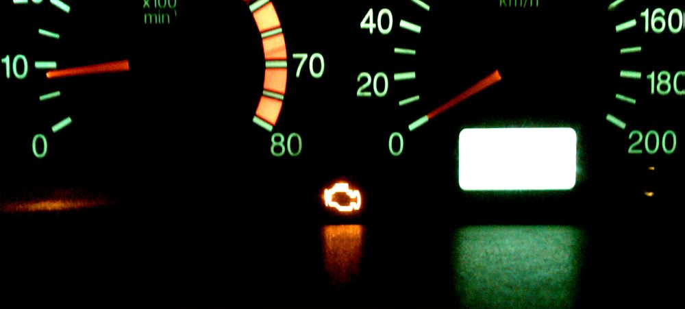 luz check engine
